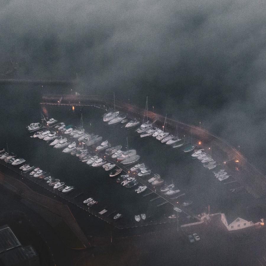 Småbåthavna og sjøfronten på Vestnes sentrum. Av Zbigniew Ziggi Wantuch